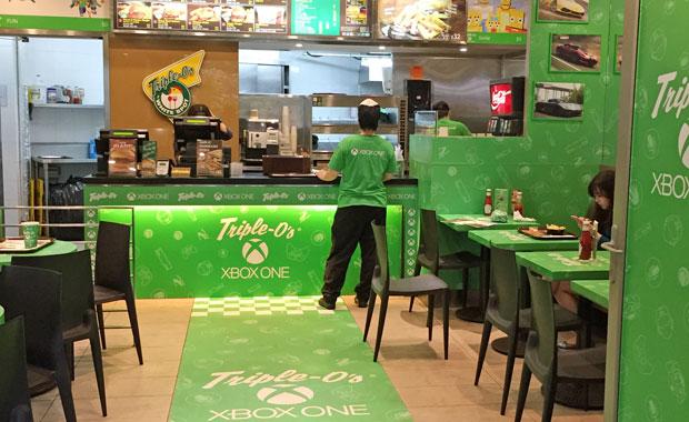 Hela lokalen var täckt från golv till tak med Xbox One-logotypen