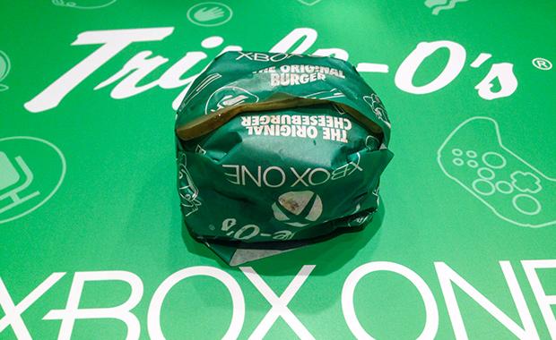 Burgerdudes testar Xbox One-burgaren i Hong Kong